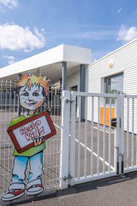 Entrée extérieure du restaurant scolaire Resto Kids de L'Herbergement
