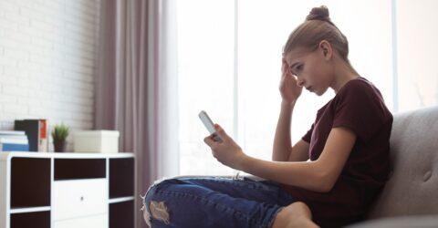 Adolescente sur son Smartphone