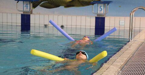 Image : cours de natation à la Piscine de la Bretonnière